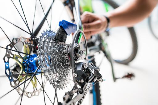 Cara Merawat Sepeda Dan Memilih Helm Yang Tepat di Toko